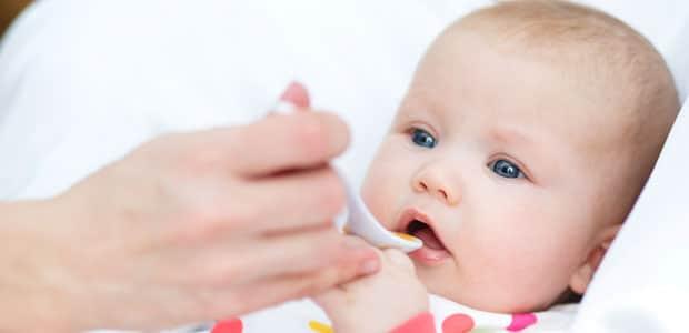 refluxo em bebe de 1 mes